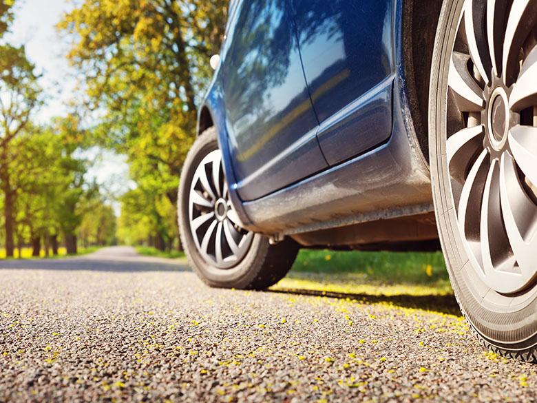 Letné pneumatiky: Poskytujú bezpečnosť na mokrom aj suchom povrchu